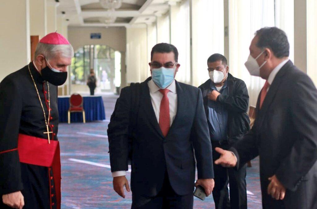 Fiscal General reunido con cuerpo diplomático por las elecciones.