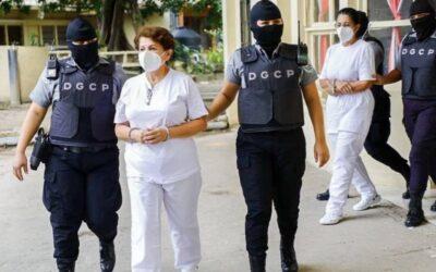 Ex ministras en cárcel de mujeres acusadas por lavado de dinero.