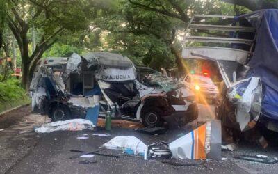 Una doctora, una enfermera y un paciente COVID-19 fallecen tras fatal accidente de tránsito